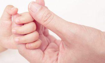 התקשרות וקשר: יצירת חיבור בין התינוק למטפל | التواصُل والعلاقة: تكوين تواصُل بين الرضيع والمُعالِج