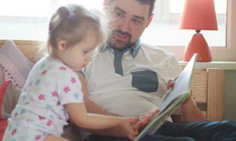 לקרוא לתינוק בגיל 12-18 חודשים- איך ומתי? | قراءة القصص للطفل 12-18 شهرا