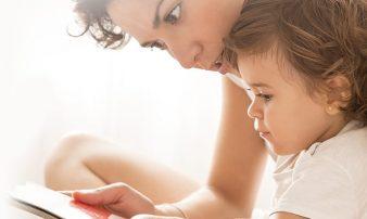 לפתח את מיומנות האוריינות (צלילים, מילים ושפה) | تطوير مهارات القراءة والكتابة