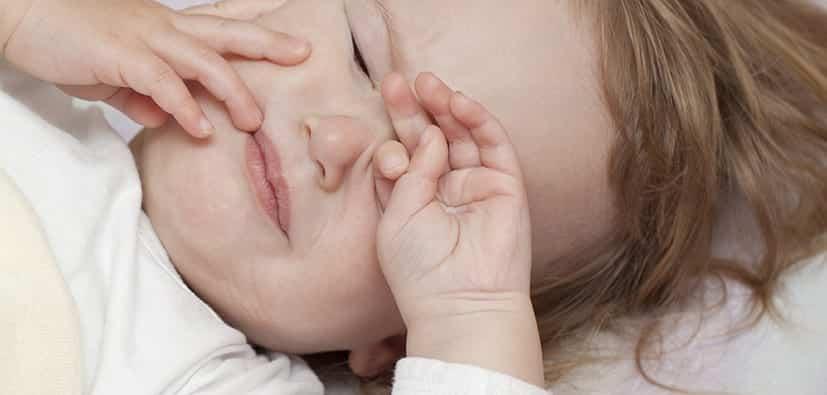 גורמים לבעיות התעוררות והירדמות אצל תינוקות ופעוטות? | أسباب مشاكل الاستيقاظ والنوم لدى الأطفال؟