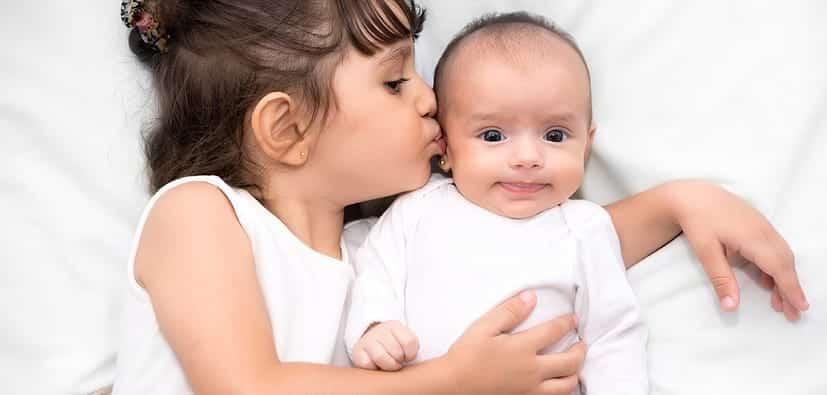 לעזור לפעוטות ולילדי גן להסתגל לתינוק חדש | مُساعدة الرضع على تقبّل المولود الجديد