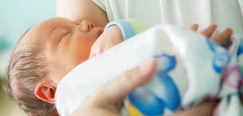 ציפיות ובעיות במהלך ימיו הראשונים של התינוק | كيف يتواصل الرُّضَّع، ولمَ يجدر الانتباه؟