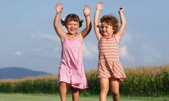 רעיונות לקידום תנועתיות אצל פעוטות | أفكار لدفع الحركة قدما لدى الرُضع