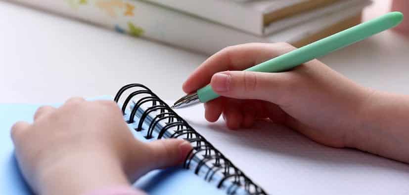 טיפים לקידום מיומנויות כתיבה מגיל צעיר מאוד | نصائح لتطوير مهارات الكتابة منذ سن صغيرة