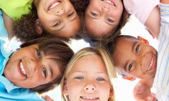 חברים וחברויות: 10 שאלות נפוצות | الأصدقاء والصداقات: عشرة أسئلة شائعة