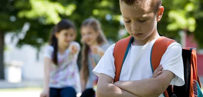 בריונות בבית הספר: כיצד לעזור לילדכם | الاستقواء في المدرسة: كيف تساعدون ابنكم
