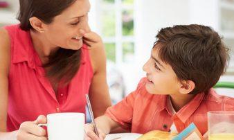 לשמור על קשר חיובי עם ילד בגיל בית הספר | الحفاظ على علاقة إيجابية مع ابنكم