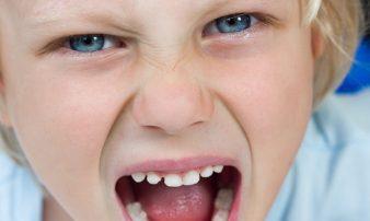 הפרעת התנגדות אצל ילדים בני חמש עד שמונה | اضطراب التحدي المُعَارِض لدى الأولاد بين الخامسة والثامنة من عُمرهم