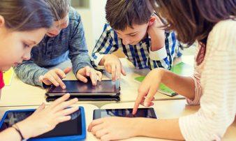 שימוש במחשב לילדים בגיל בית הספר | استخدام الأولاد للحاسوب سنّ المدرسة