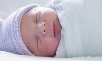 כיצד לעטוף תינוקות: בתמונות | كيف يمكن تغطية الرُضَّع: بالصور