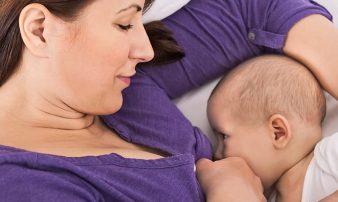 הנקה- איך להצמיד את התינוק לשד | الإرضاع- تقريب فم الرضيع من الثدي