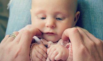 דרכים לקידום תנועתיות אצל תינוקות רכים | طرق لتشجيع الحركة لدى الأطفال