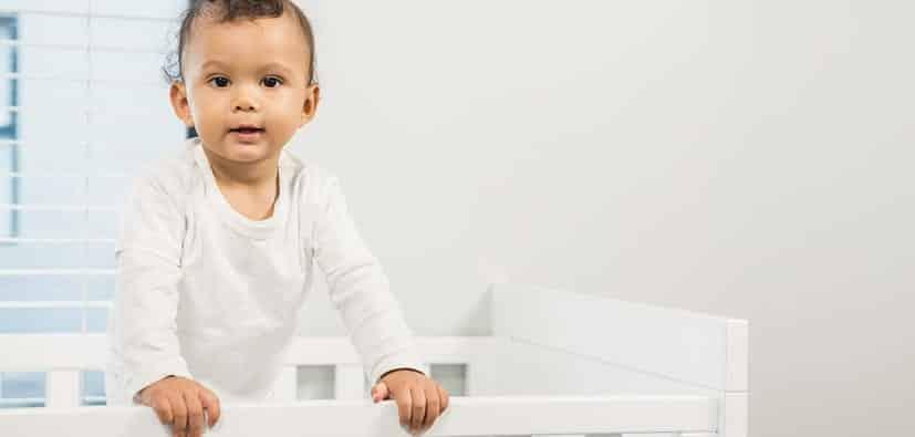 מניעת נפילות של תינוקות ופעוטות והתאמת הסביבה | تجنب سقوط الأطفال وملاءمة البيئة