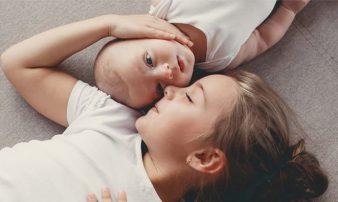 תינוקות הישנים בחדר עם אחים גדולים | النوم في غرفة مُشتركة مع الأخوة الكبار