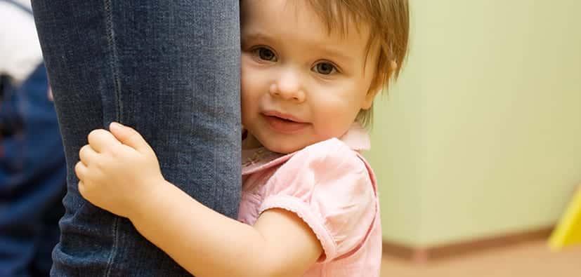 פחד מזרים אצל תינוקות וילדים צעירים | خوف الأطفال الصغار من الغرباء