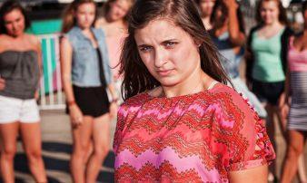 לחץ חברתי והשפעה חברתית אצל בני נוער | ضغط الأقران والتأثير الاجتماعي لدى الشبّان