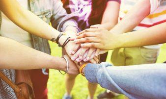 פעילות קהילתית: לגרום למתבגרים להיות מעורבים | النشاطات الجماهيرية: تشجيع المراهقين على المشاركة