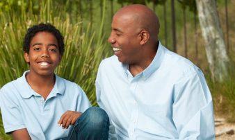 לעודד התנהגות חיובית אצל מתבגרים | تشجيع السلوك الإيجابي لدى المراهقين
