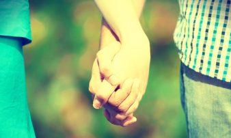 מערכות יחסים בגיל ההתבגרות: רומנטיקה ואינטימיות | العلاقات في سن المراهقة: الرومانسية والحميمية