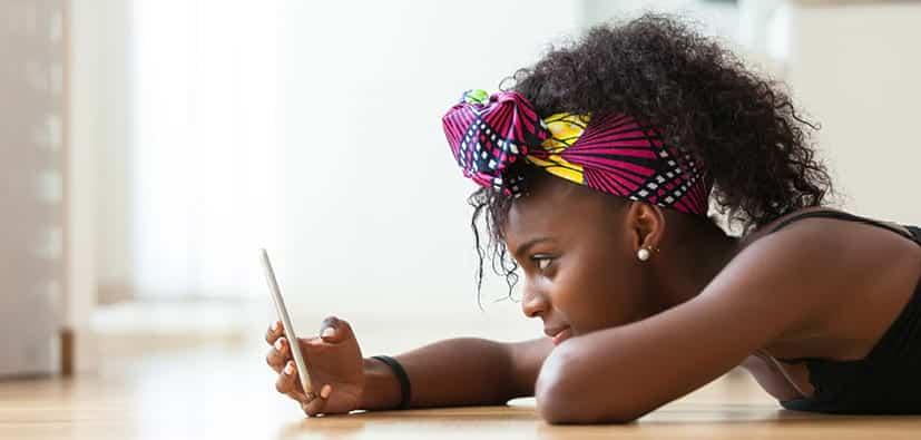 סקסטינג: לדבר עם ילדים בני 6-11 | المواد الإباحية عبر الهواتف الخلوية: العمر 6-11