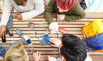 השפעת המדיה הדיגיטלית על מתבגרים | تأثير الإعلام الرقمي على المراهقين