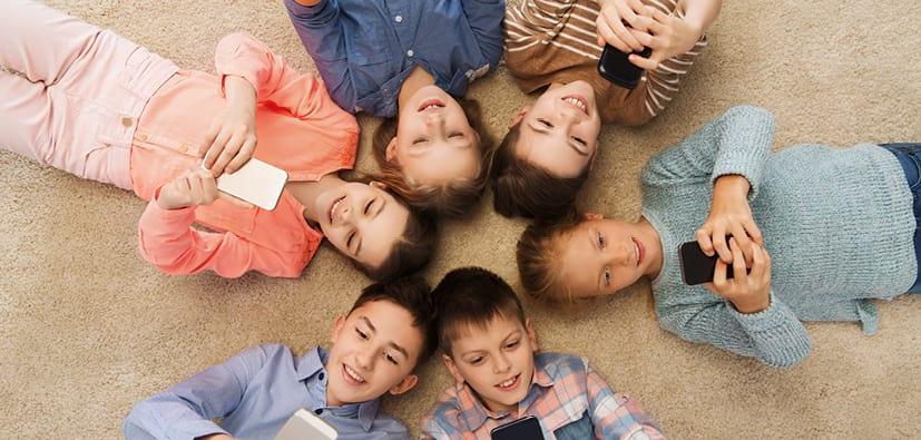 ילדים וטלפונים ניידים- מתי לתת? כמה ואיך? | الأولاد والهواتف الخلوية - متى يستعملونها؟ كم وكيف؟