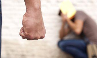 בריונות בבתי הספר בגיל ההתבגרות: כיצד לעזור? | الاستقواء في المدرسة بسن المراهقة: المساعدة؟