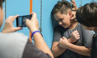 כשילדכם המתבגר מתנהג בבריונות כלפי אחרים | عندما يتصرف ابنكم باستقواء تجاه الآخرين