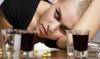 כיצד לעזור למתבגרים שמשתמשים באלכוהול ובסמים | مساعدة المراهقين الذين يستهلكون الكحول والمخدرات
