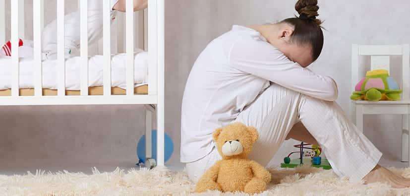 לעזור לאם שאינה מכירה בדיכאון אחרי לידה | مساعدة الوالدة التي لا تعترف بالاكتئاب