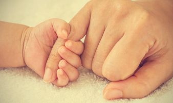 אימהות טריות: השבועות הראשונים | الأمهات الحديثات: الأسابيع الأولى