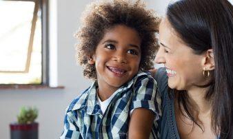לגדל ילדים מאומצים בישראל- מהם האתגרים? | تربية الأطفال المُتبنّين