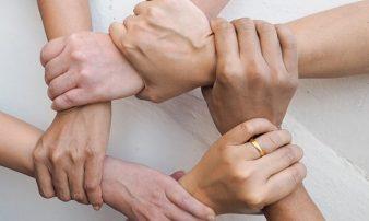 לבנות מערכות יחסים חזקות במשפחה המשולבת | إقامة علاقات قوية داخل العائلة الربيبة