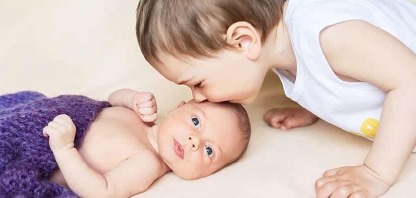 תינוק חדש: לעזור לפעוטות ולילדי גן להסתגל | مولود جديد: مُساعدة الرضع على تقبّل المولود